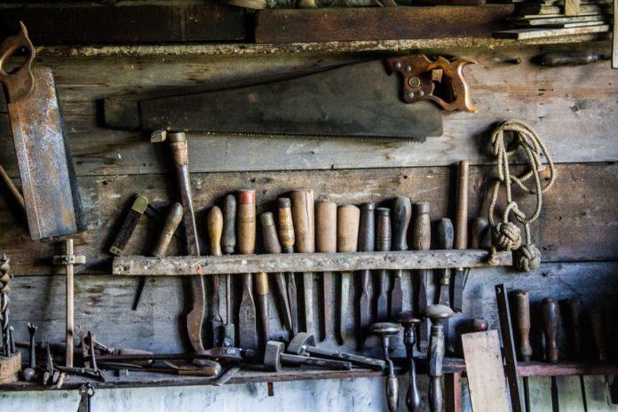 Werkzeug und Ersatzteile