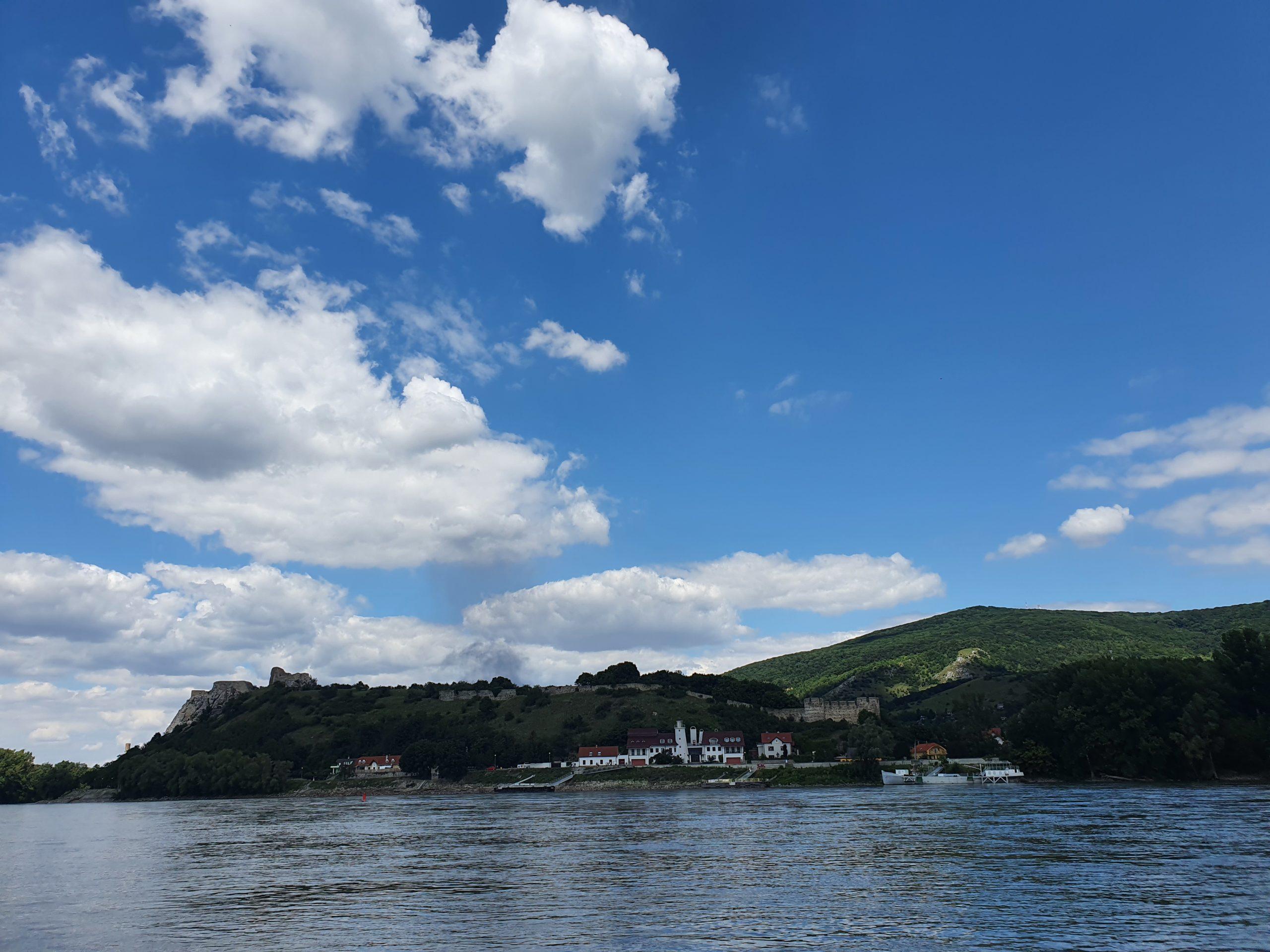 Blick auf Burg Theben (Deninsky)
