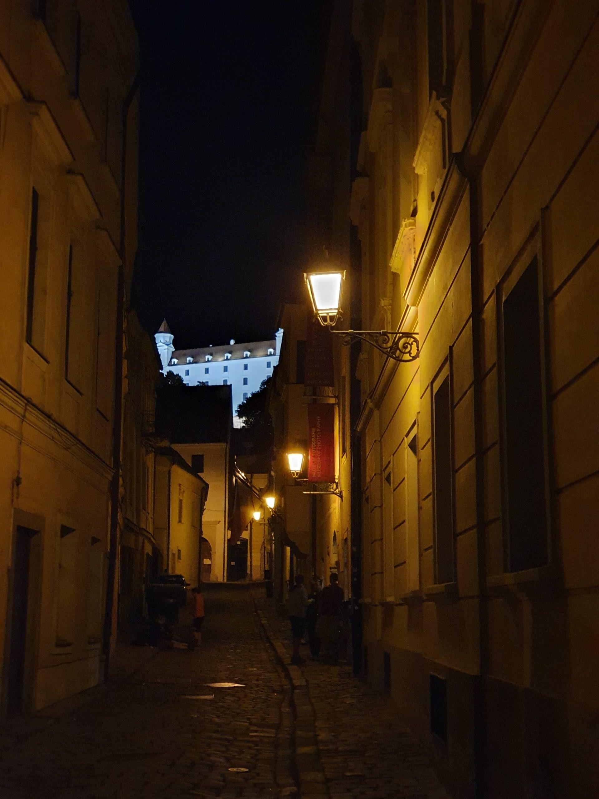 Burg Bratislava bei Nacht