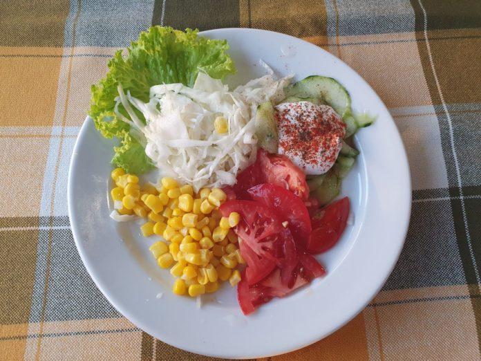 Gemischter Salat auf ungarisch