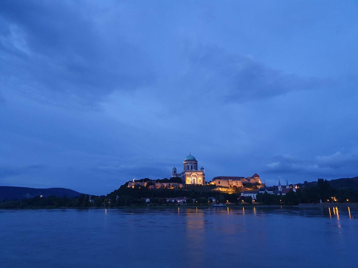 Sankt-Adalbert-Kathedrale am Abend
