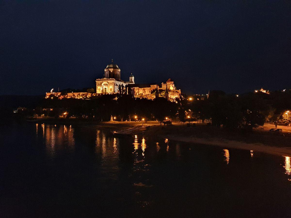 Sankt-Adalbert-Kathedrale bei Nacht
