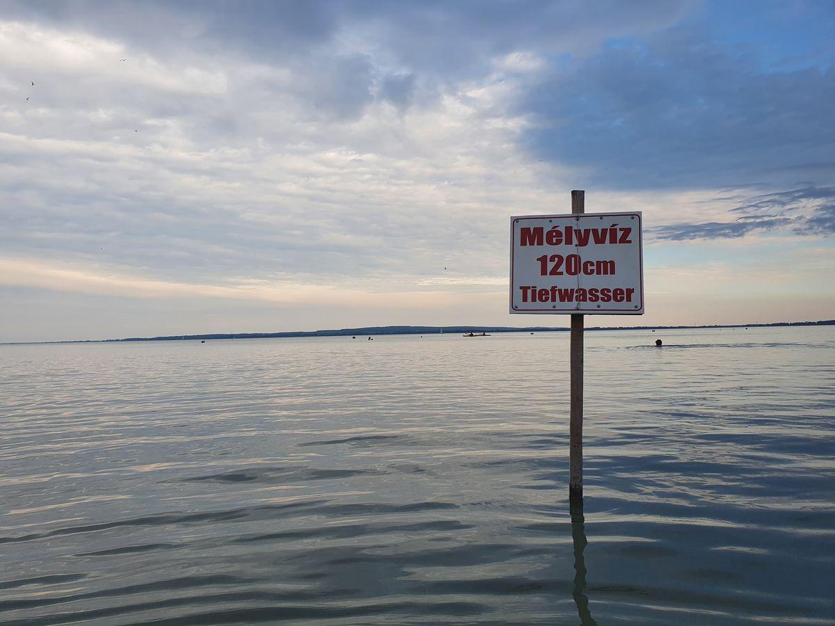 Wassertiefe nach gefühlt 1km im Balaton bei Keszthely