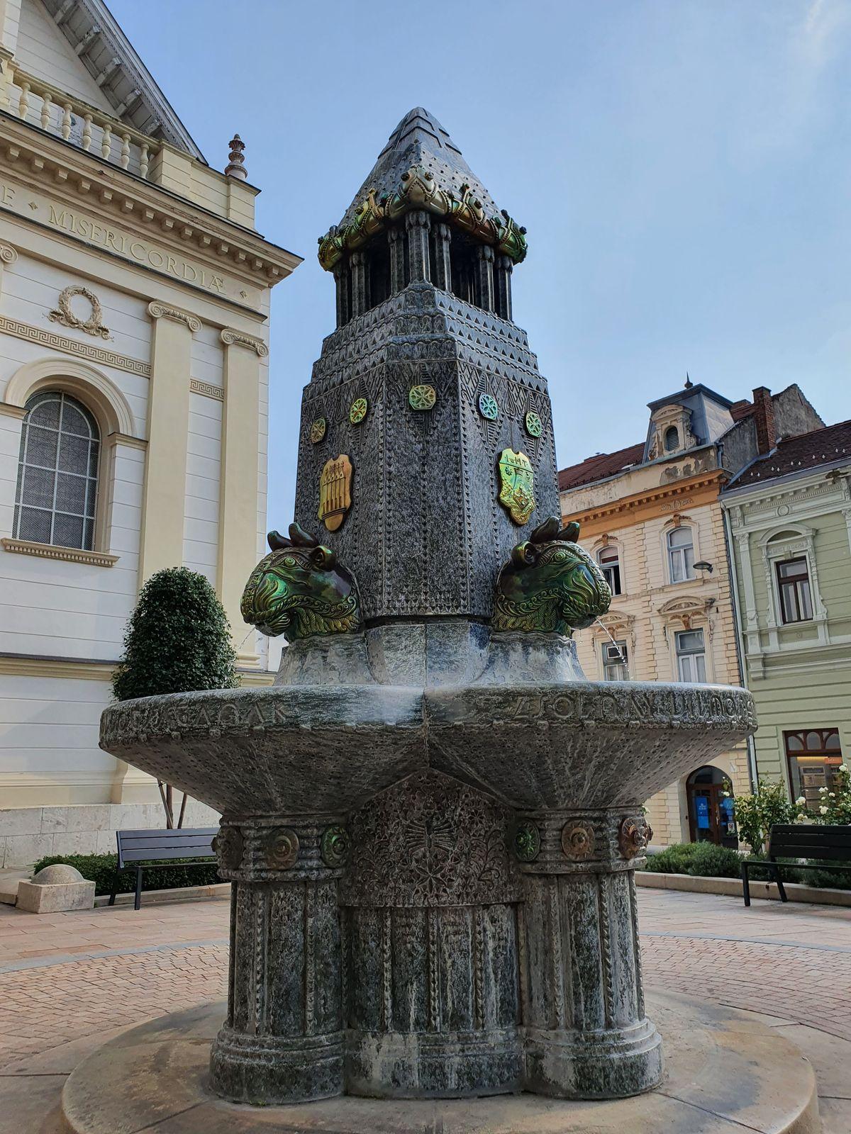 Pécs - Brunnen an der Saint Sebastian's Church