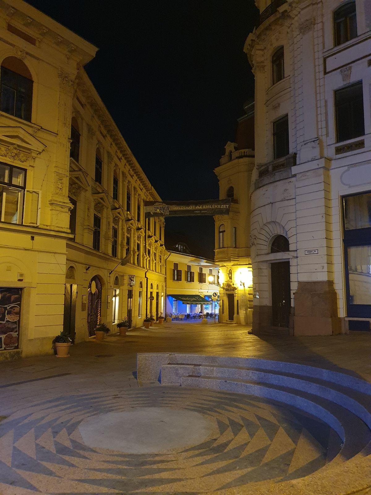 Pécs - Széchenyi square bei Nacht