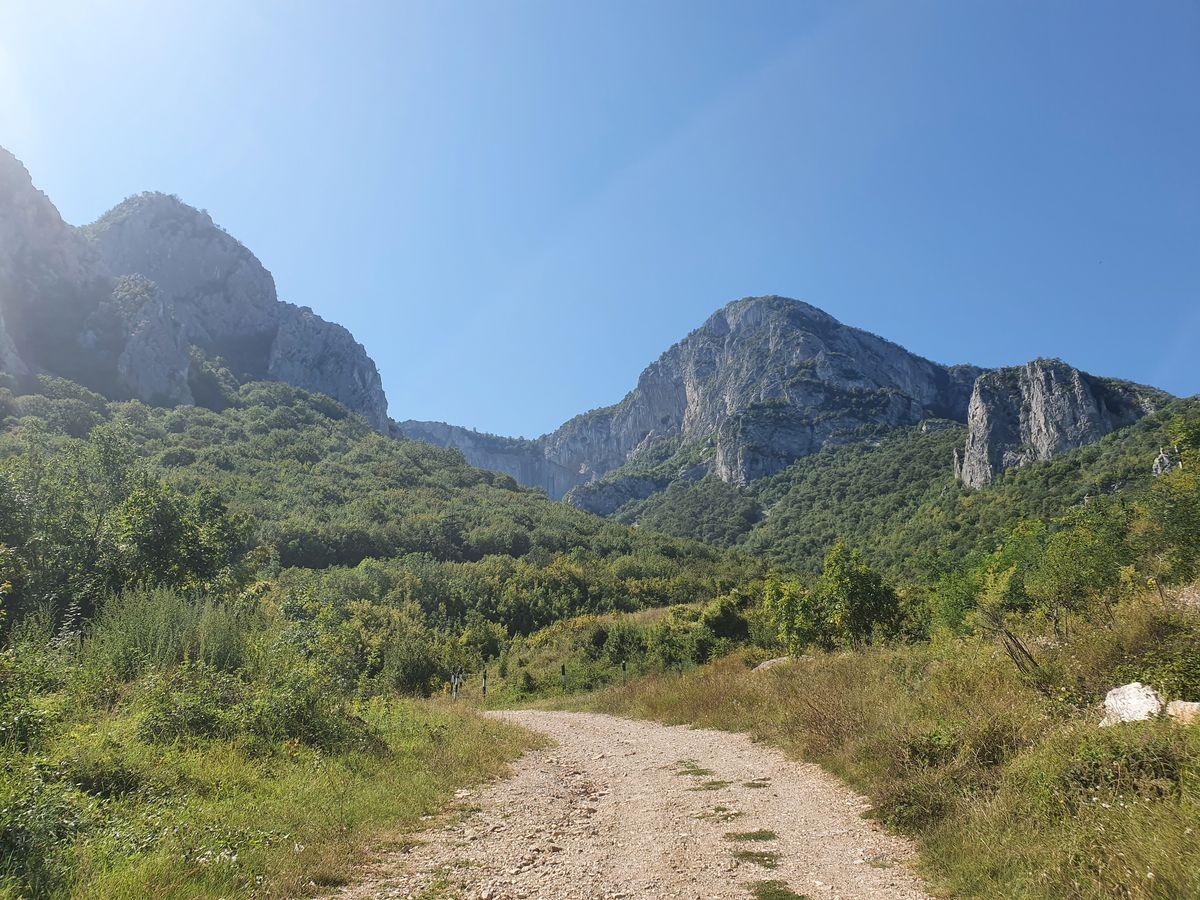 Auf dem Weg zum Skaklya Wasserfall