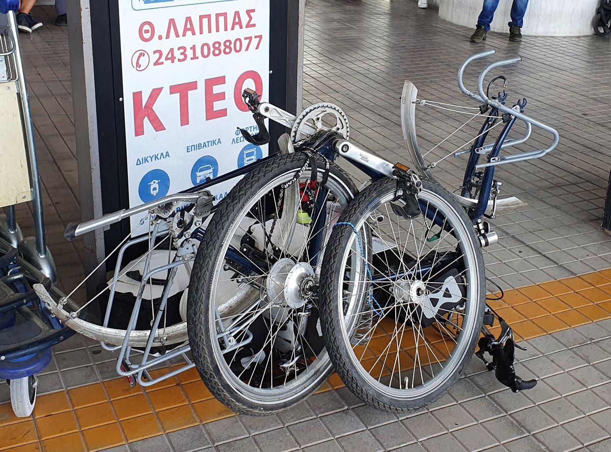 Fahrrad auf der Busfahrt Meteora nach Athen