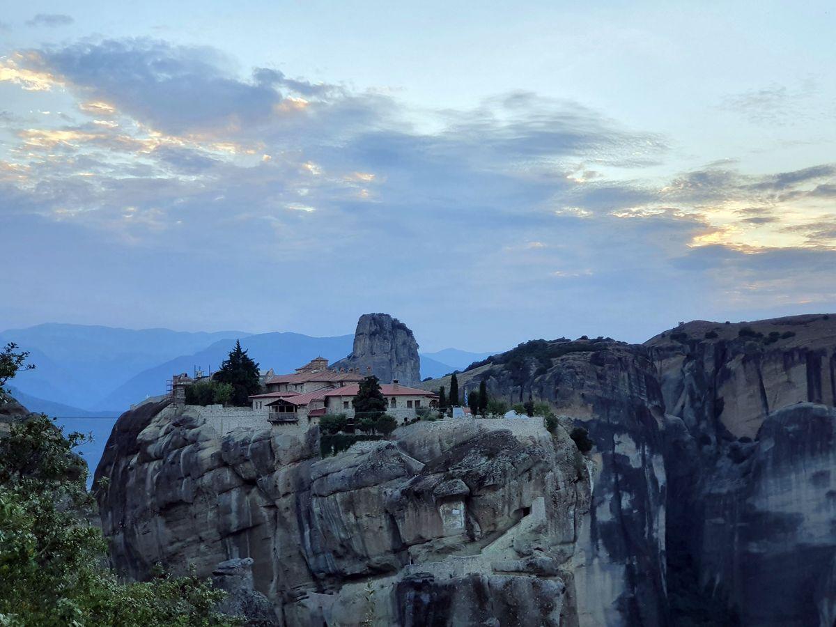 Meteora - Kloster der Heiligen Dreifaltigkeit am Abend