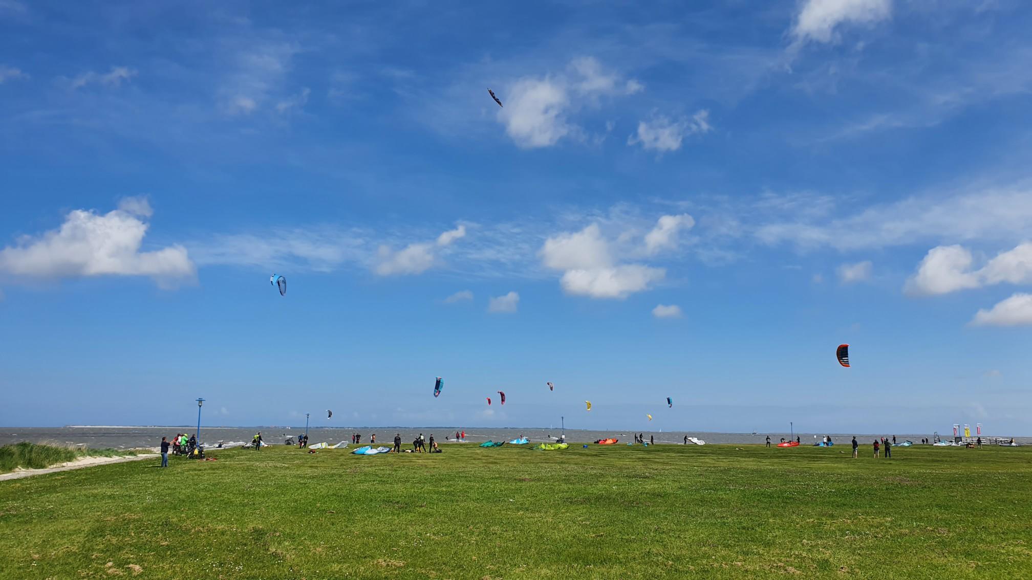 Kite Surfer bei Neuharlingersiel