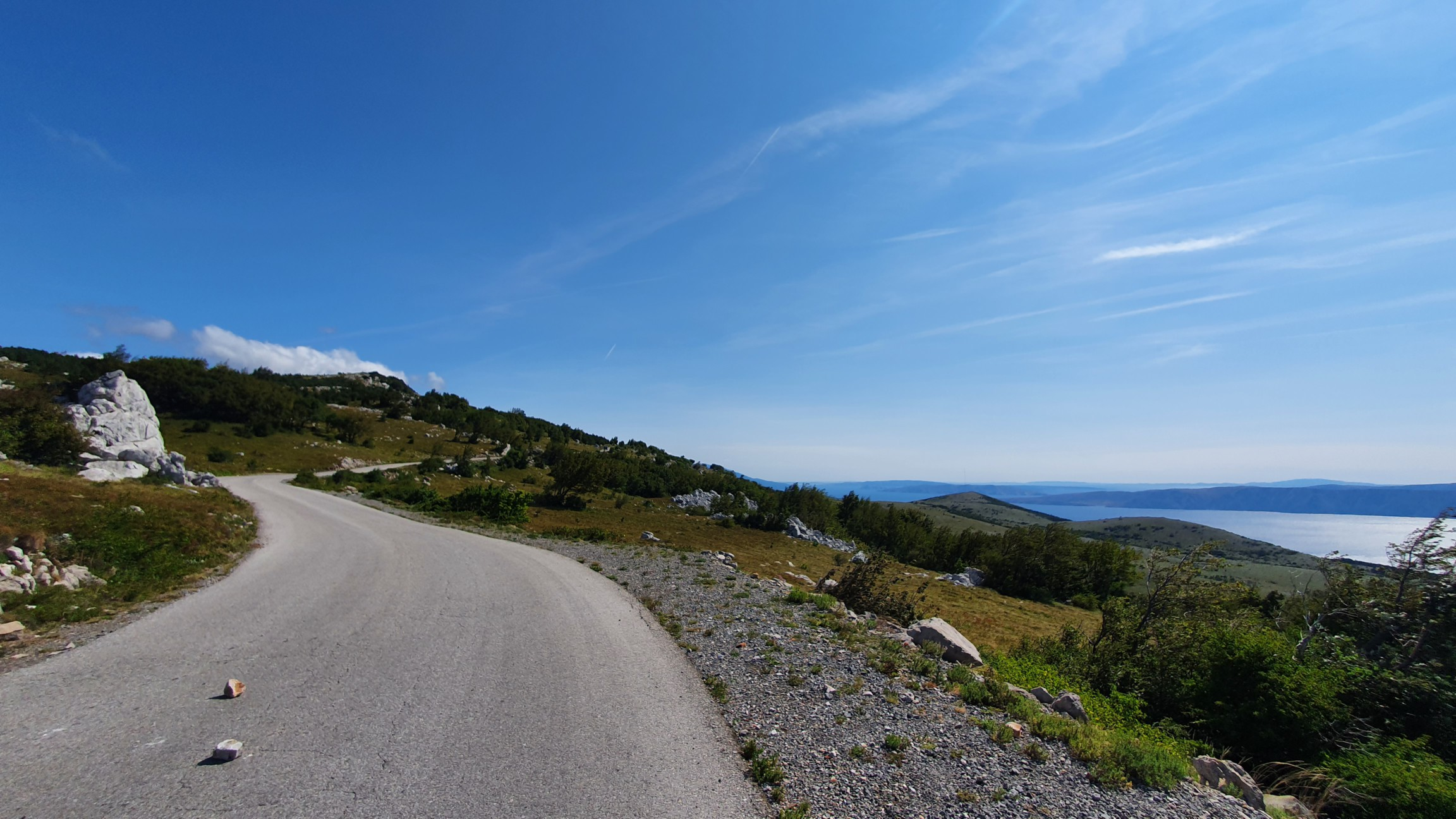 Berge und Meer bei Podmelnik