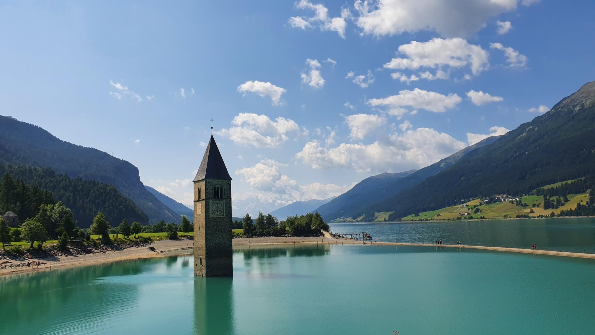 Kirchturm von Altgraun im Reschensee