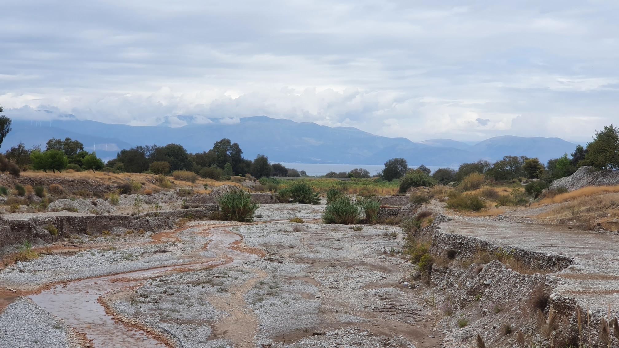 Fluss bei Egialia